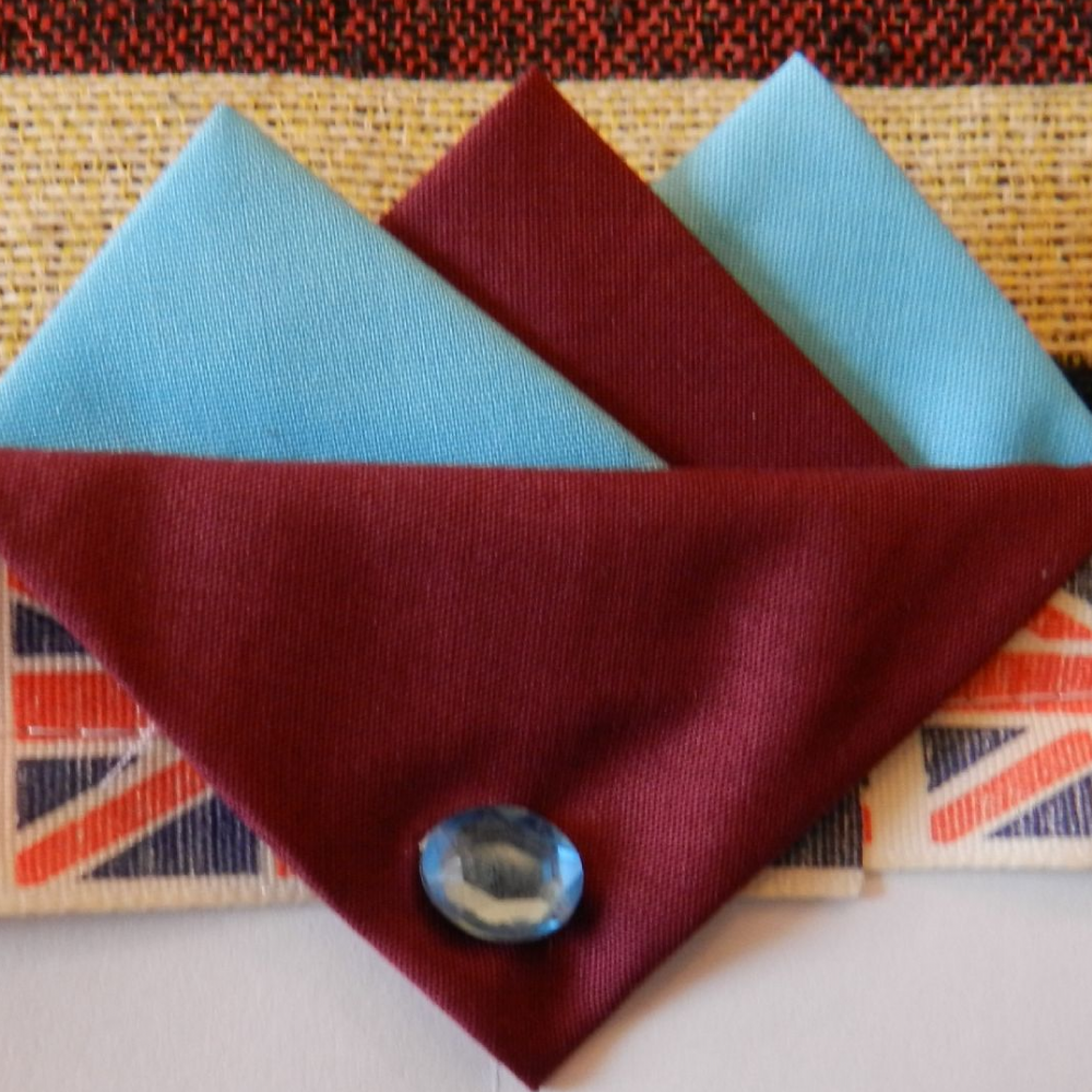 Blue and Burgundy West Ham hankie Burg flap with pin